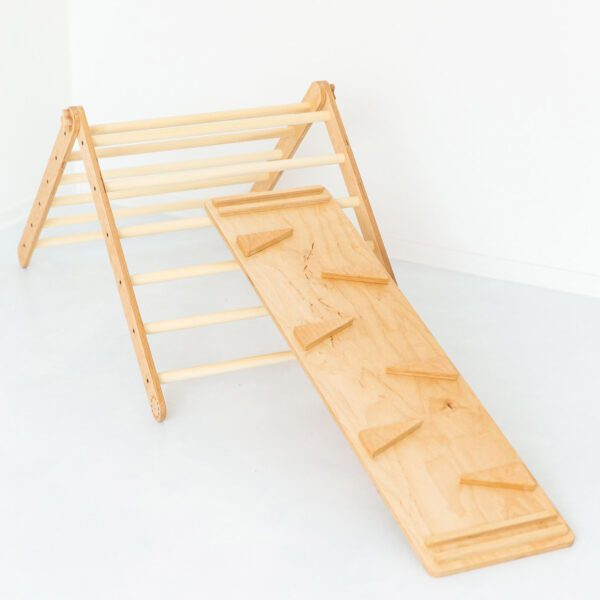 Pikler-triangle-upa-jindl-glijbaan-helling
