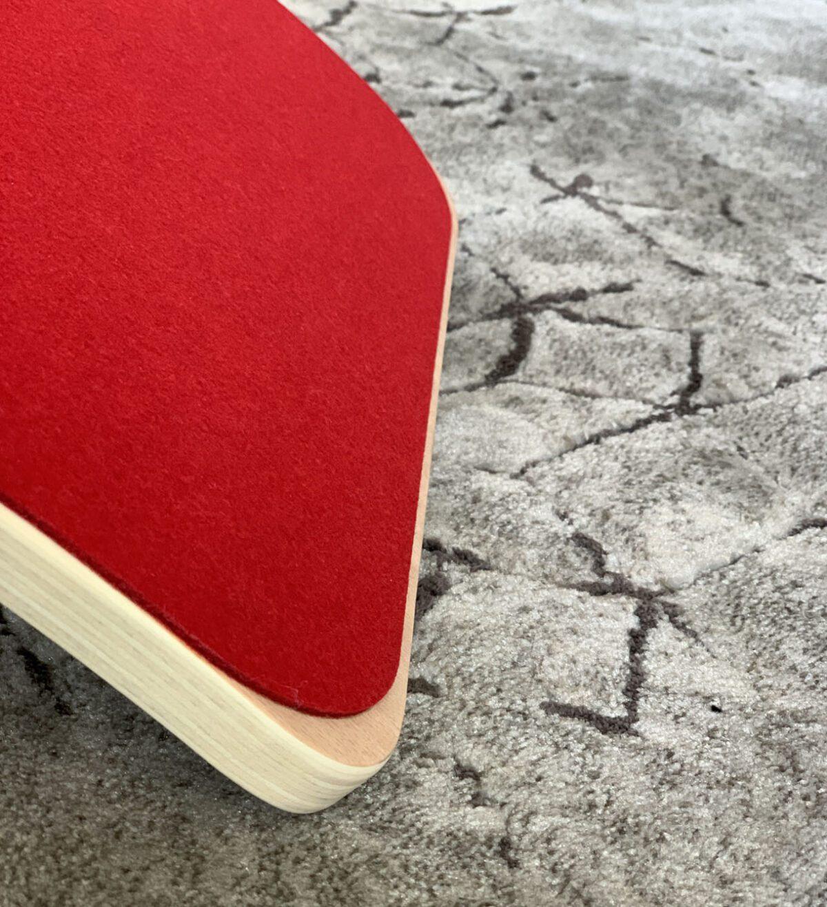 Houten balance board met vilt rood jindl