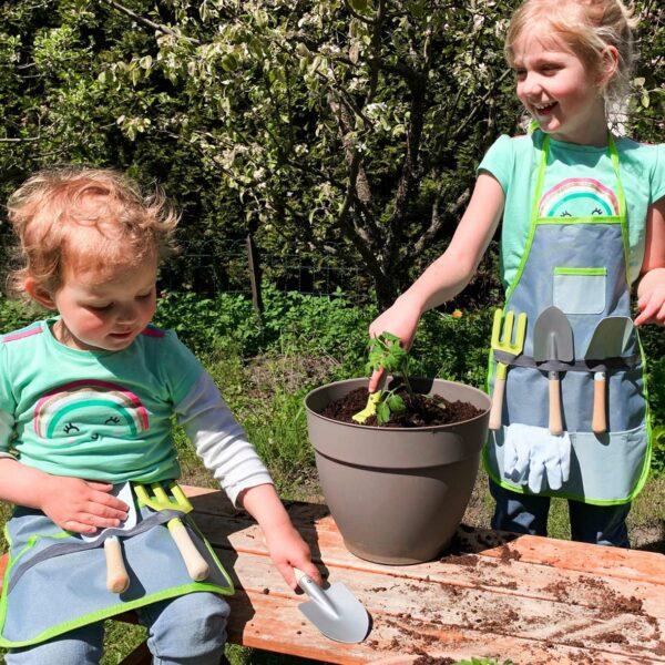 Tuingereedschap voor kinderen met schort