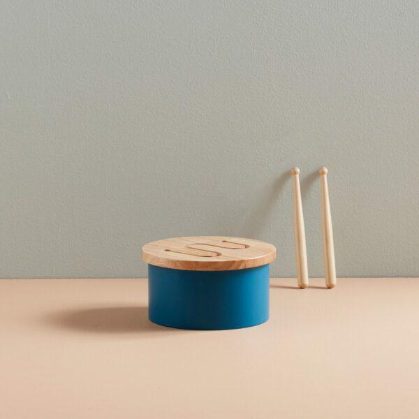 Houten trommel Kid's Concept blauw detail