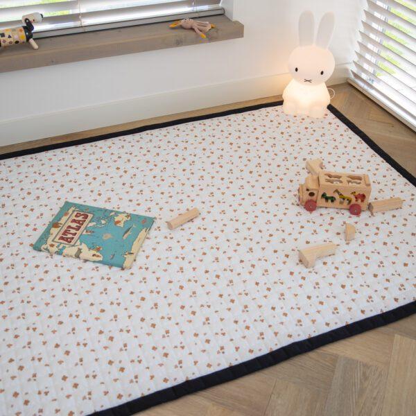 Speelkleed Love by Lily groot caramel klavertjes slaapkamer